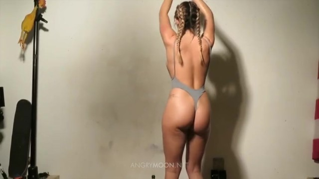 groups of hot naked asses